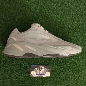 Yeezy 700 v2 Hospital Blue for Sale in Chino Hills, CA