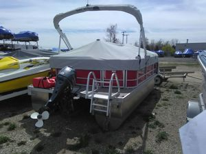 16 foot pontoon 2015 SunCatcher w/ Yamaha 40 HP four stroke for Sale in Howell, MI