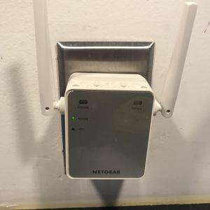 NETGEAR Wi-Fi Range Extender EX2700 for Sale in Stafford, VA