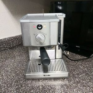 Expresso coffee maker (Breville) for Sale in Houston, TX