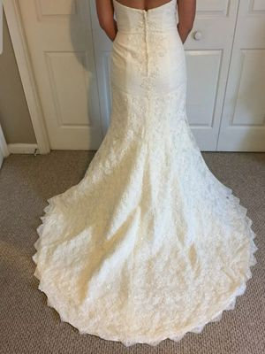 "Oleg Cassini Strapless Lace Trumpet Wedding Dress white """"size 0"""" Fit for someone in stature of 5 feet. for Sale in Los Angeles, CA"