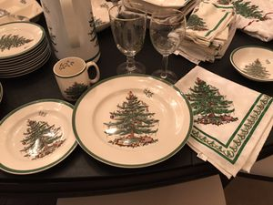 Spode Christmas dinnerware for 24 plus serving pieces and linens. for Sale in Bellevue, WA