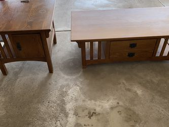Set Of 2 Oak tables Coffee and Side Table for Sale in Orland Park,  IL