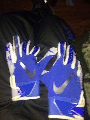 Nike baseball gloves size small for Sale in Camden, NJ
