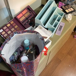 LARGE MAKEUP BEAUTY HALL for Sale in Winchester, CA