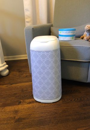 Diaper genie expressions with 2 refills for Sale in Downers Grove, IL