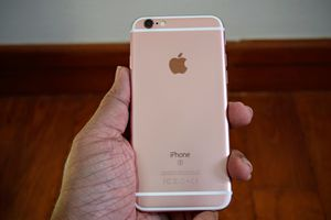 iPhone 6S (32gb) Comes With Charger and 1 Month Warranty for Sale in Fort Belvoir, VA
