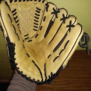 EASTON 12 1/2 soft leather pro baseball Glove for Sale in San Antonio, TX