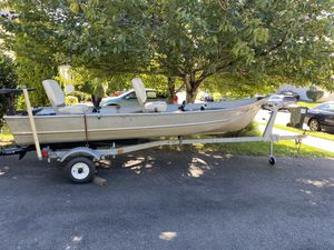 14ft (4.5 ft wide) V Haul Jon Boat for Sale in Remington, VA