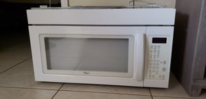 Whirlpool over counter microwave for Sale in Pompano Beach, FL