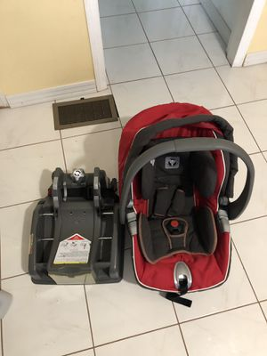 Peg-perego car seat and base for Sale in Chelmsford, MA