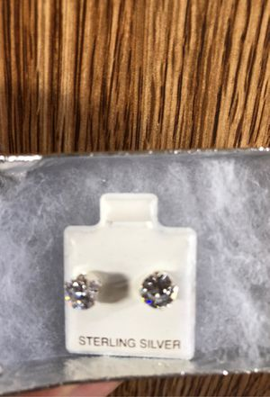 925 sterling silver earring ! New for Sale in Burbank, WA