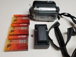 JVC CAMERA WITH TWO BATTERIES AND CHATGER PLUS A BAG for Sale in West Los Angeles, CA