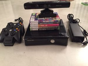 XBOX 360 w/ Kinect, 2 controllers and games for Sale in Miami, FL