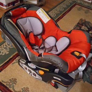 Chicco Key Fit 30 Carseat & Booster for Sale in San Antonio, TX