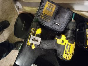 Cordless dewalt 20v drill with battary and charger for Sale in Waterloo, IA