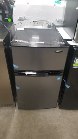 Danby Designer 3.1-cu ft Freestanding Mini Fridge Freezer Compartment (Stainless Steel) for Sale in National City,  CA
