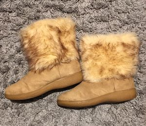 Nine West Faux Fur/Suede Mid/Ankle Boost W/9 for Sale in Barnstable, MA