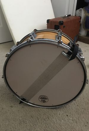 Pearl Maple Snare Drum for Sale in Southbury, CT
