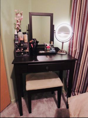 Vanity Set/ Vanity Desk for Sale in Los Alamitos, CA