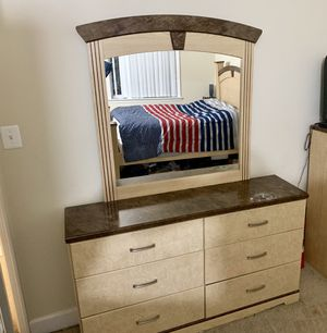 5pc Ashley Signature Bedroom Set + TV + Nightstand Lamps for Sale in Bladensburg, MD