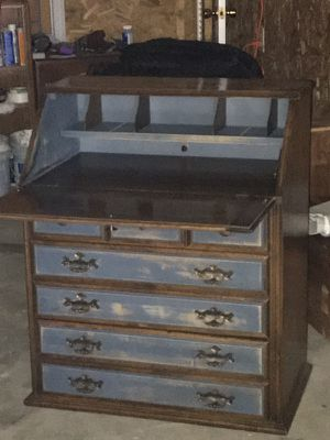 Secretary desk/dresser for Sale in Smithville, TN