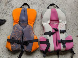 2 kid's life vests for Sale in Margate, FL