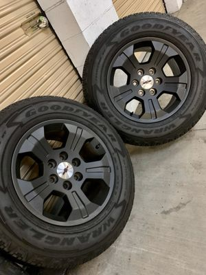 """Z71 Chevrolet Silverado Black Wheels Rims Tires Rines 18"""" Black for Sale in Inglewood, CA"""