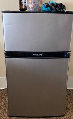 Frigidaire Mini fridge - Freezer + Fridge! for Sale in Lorain,  OH