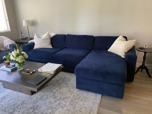 West Elm Urban Sleeper Sectional w/ storage for Sale in MONARCH BAY, CA