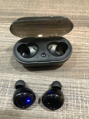 Brand new bluetooth wireless earpods earbuds earphones with portable charging case stereo sound HANDS FREE CALLS for Sale in Davie, FL