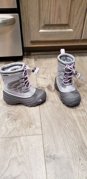 Toddler Girls North Face snow boot for Sale in Denver, NC