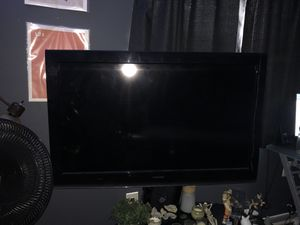 Toshiba Flat Screen TV with Roku device for Sale in Hialeah, FL