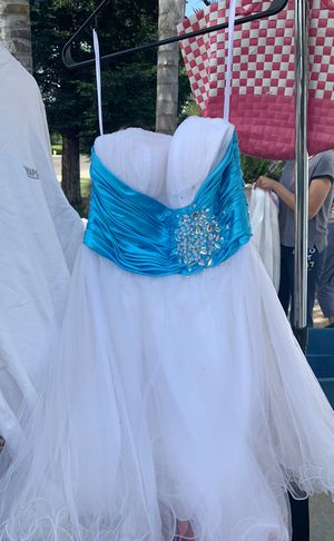 Free prom dress for Sale in Reedley, CA