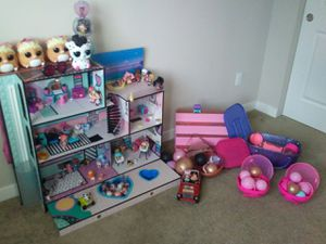 LOL Surprise House With Dolls Excellent Condition. 🌻 for Sale in Everett, WA