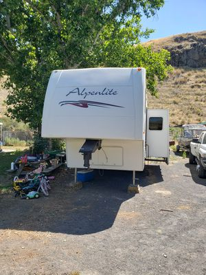 2005 Alpenlite 30 ft fifth wheel for Sale in Kahlotus, WA