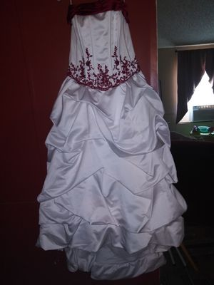 Beautiful wedding dress with Vail size 16 for Sale in Jacksonville, FL