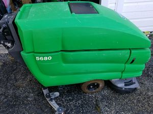 "Tennant 5680 32"" Disk Floor Scrubber for Sale in Shawnee Hills, OH"