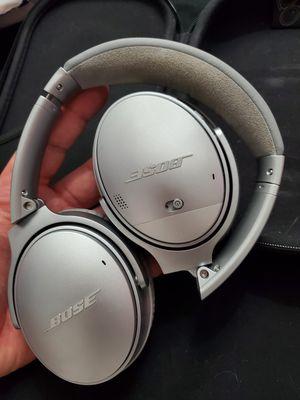 Bose headphones for Sale in Roseville, MI