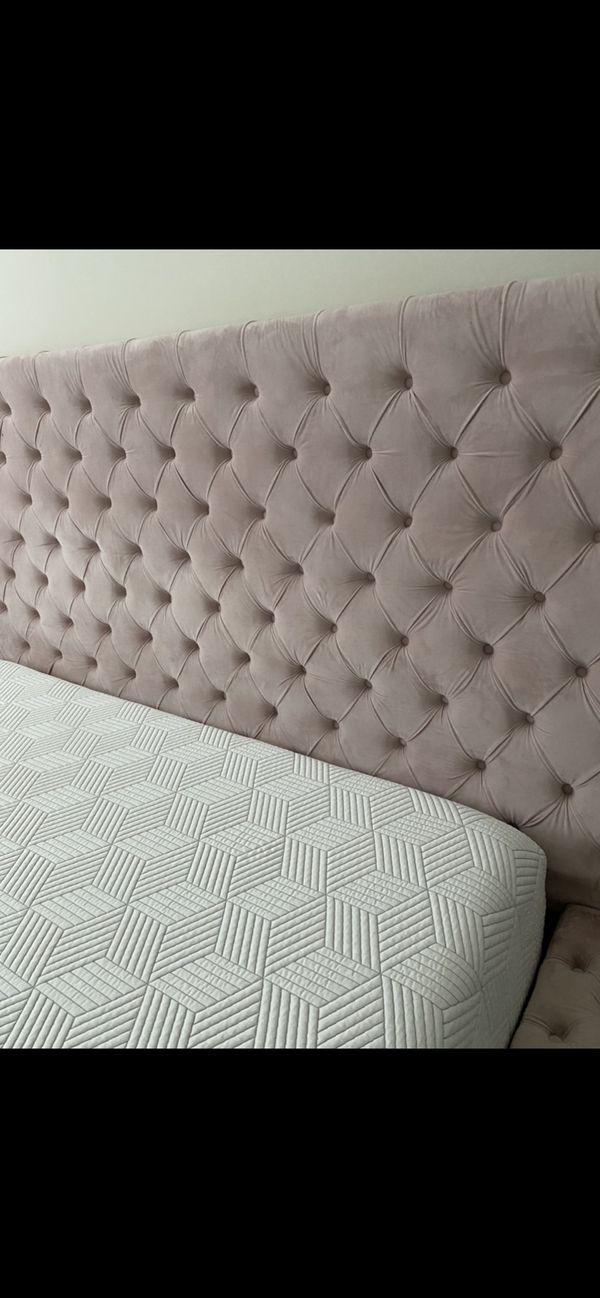 Geralyn Upholstered Storage Bed