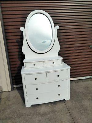 Vanity Dresser for Sale in Sanger, CA