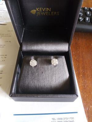 REAL DIAMOND. earrings flower set in 10K ! READ DESCRIPTION!! for Sale in Fresno, CA