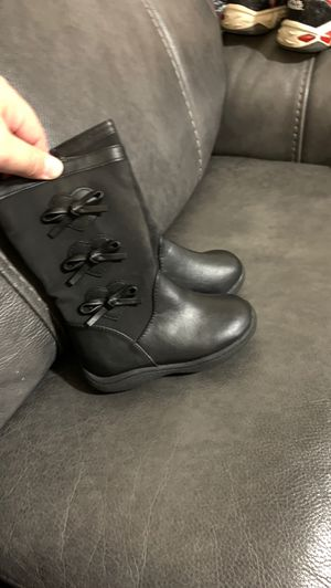 Girls side zipper boots size 5 1/2 for Sale in St. Petersburg, FL