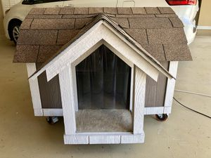 Large pet house/dog house with air conditioner for Sale in Windermere, FL