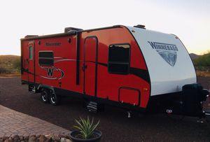 2018 RV Winnebago travel trailer 28 foot Minnie Winnie 2401 RG camper. Camping. for Sale in Phoenix, AZ