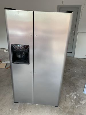 Frigidaire stainless steel refrigerator $220 for Sale in Plano, TX