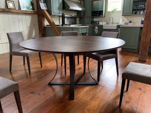 """Crate and Barrel 60"""" Round Table and 6 Chairs LIKE NEW for Sale in Lancaster, PA"""