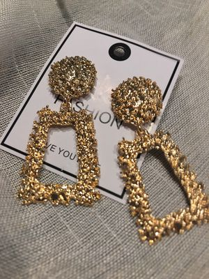 Gorgeous geometric-shaped Earrings, gold color for Sale in Los Angeles, CA