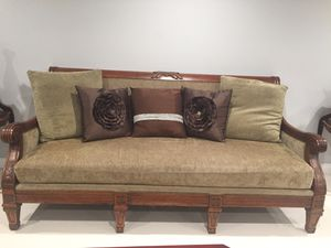 Sofa large and beautiful for Sale in Los Angeles, CA
