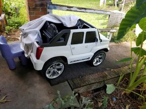 Cadillac elescale power wheels does work needs battery and charger. I put a real car stereo system in it if ur interesting in it call me for Sale in Clanton, AL